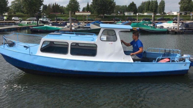 kajuitboot-huren-biesbosch-stuur